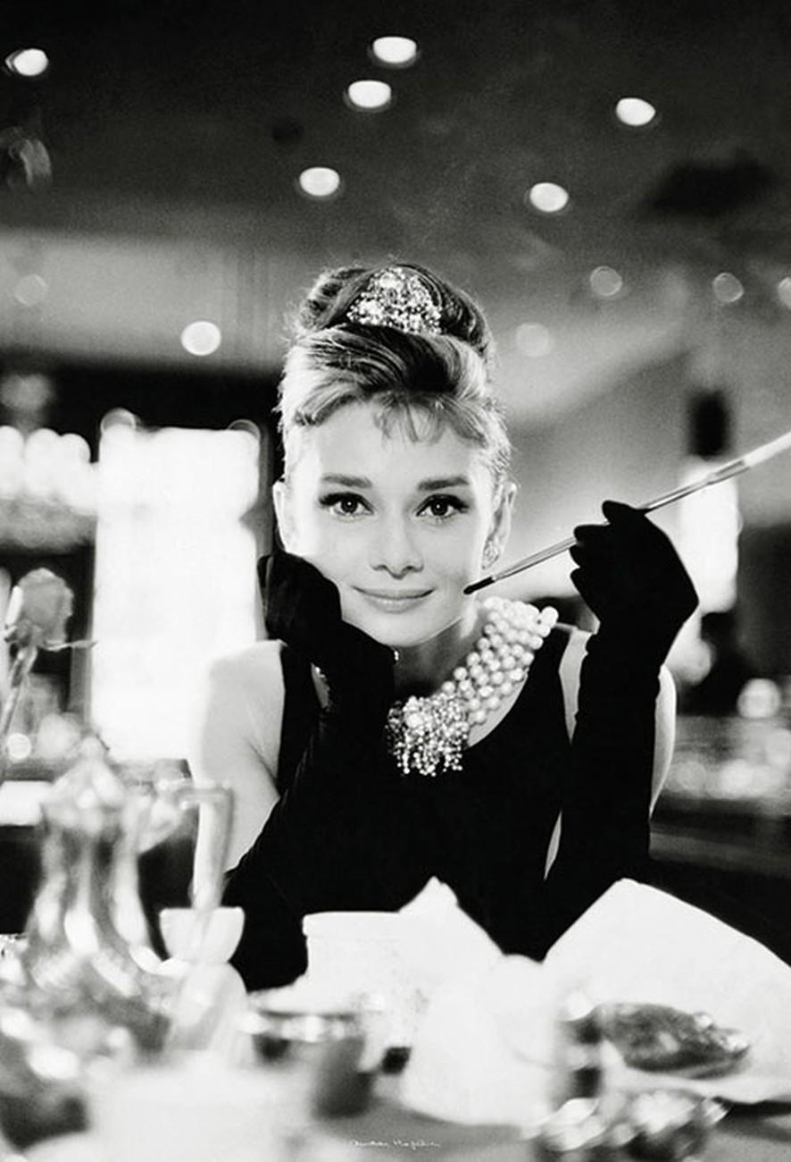 Fotomurale Audrey Hepburn - Breakfast at Tiffany\'s, Papel pintado ...