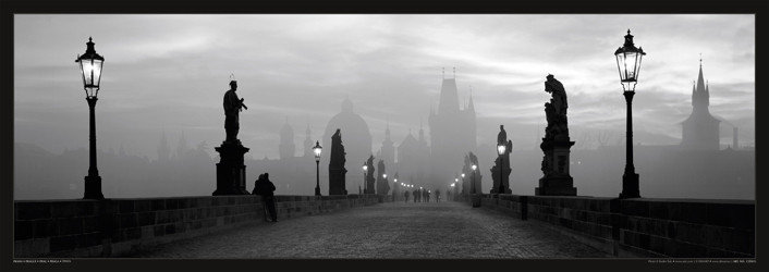 Póster Prague – Charles bridge / lamp b&w