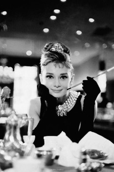 Audrey Hepburn - cigarette (B&W) плакат