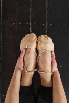 художествена фотография Warming the feet