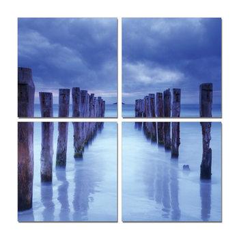 Stake above water Moderne bilde
