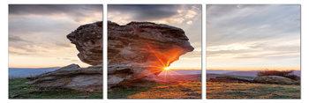 Sun setting behind a rock Modern kép