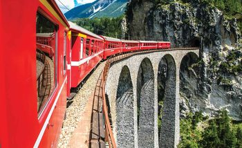 Train Through The Mountains Fotobehang