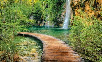 Kładka przez jezioro z wodospadami Fototapeta