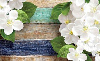 Kwiaty na tle drewnianego płotu Fototapeta