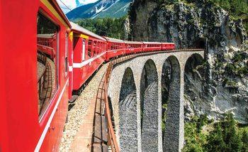 Pociąg jadący przez most w górach Fototapeta