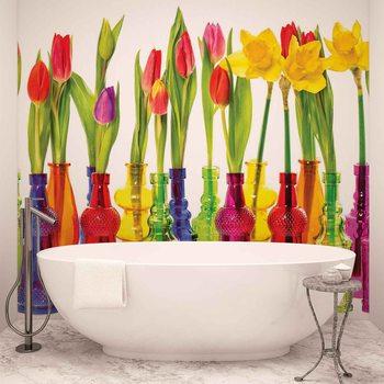Tulipany i w żonkile w butelkach Fototapeta