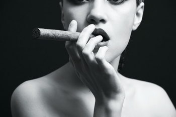 Glasbilder Passionate Woman - Cigar b&w