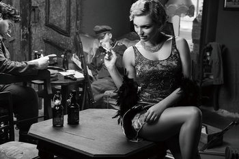 Glasschilderij Café - Sitting Woman