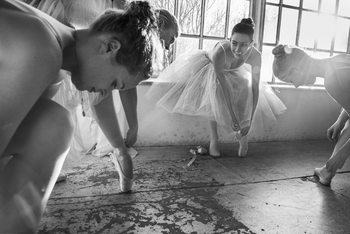 Kunstfotografier Ballet dancers preparation...