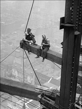 Workers sitting on steel beam 1926  Reproduktion