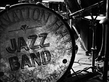 Reprodukcja A base drums pinted front for the preservation hall sites silent