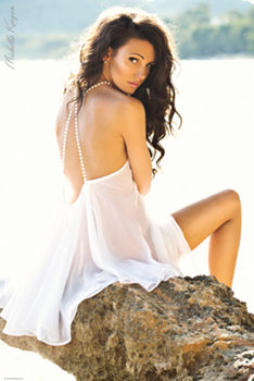 Póster Michelle Keegan - White Dress