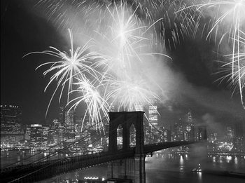 New York - Fireworks over the Brooklyn Bridge Reproducere