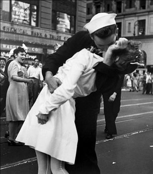 New York - Kissing The War Goodbye at The Times Square, 1945 Reproduction de Tableau