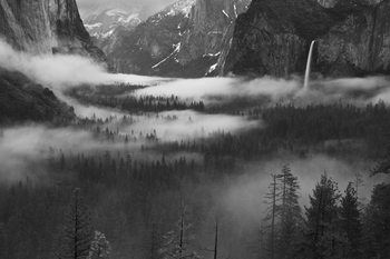 Umjetnička fotografija Fog Floating In Yosemite Valley