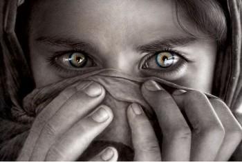 Afghan girl - limitovaná edice Uokvirjen plakat