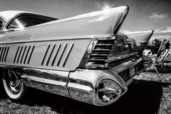 Cars - Black and White Cadillac Steklena slika