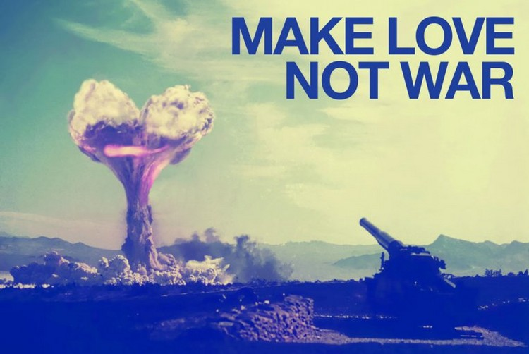 Make love not war Плакат
