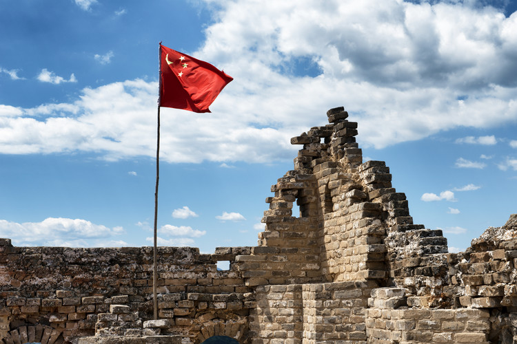 художествена фотография China 10MKm2 Collection - Great Wall with the Chinese Flag