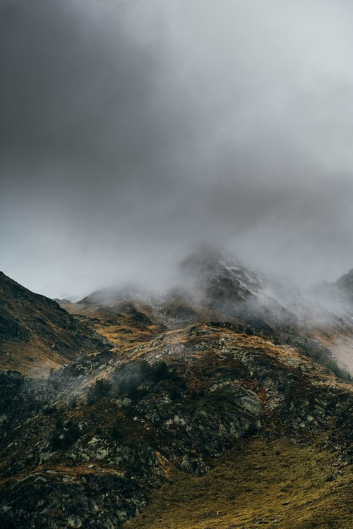 художествена фотография Clouds over the peak