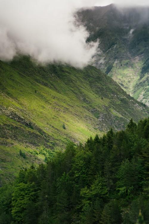 художествена фотография Fog clouds over the valley