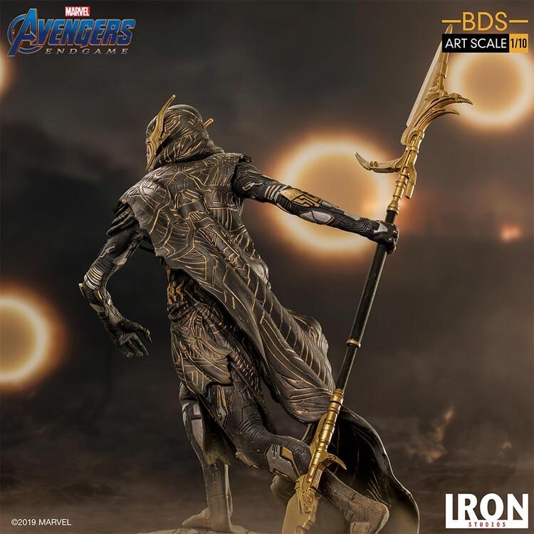 Figuur Avengers: Endgame - Black Order Corvus Glaive