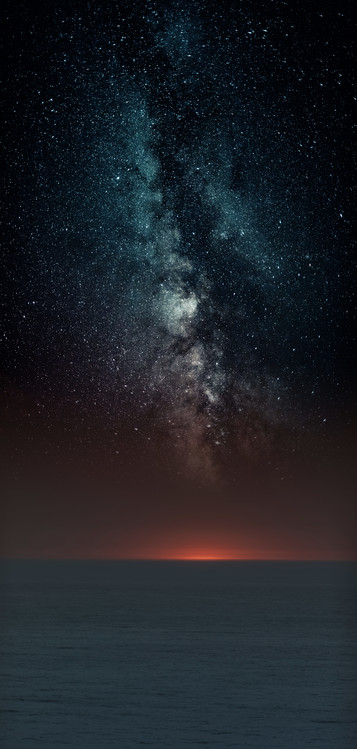 Kunstfotografie Astrophotography picture of sunset sea landscape with milky way on the night sky.