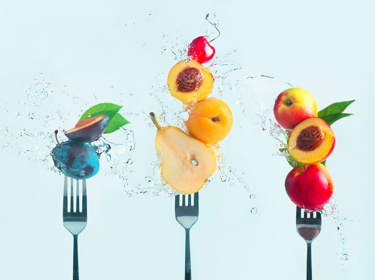 Photographie d'art Making fruit salad