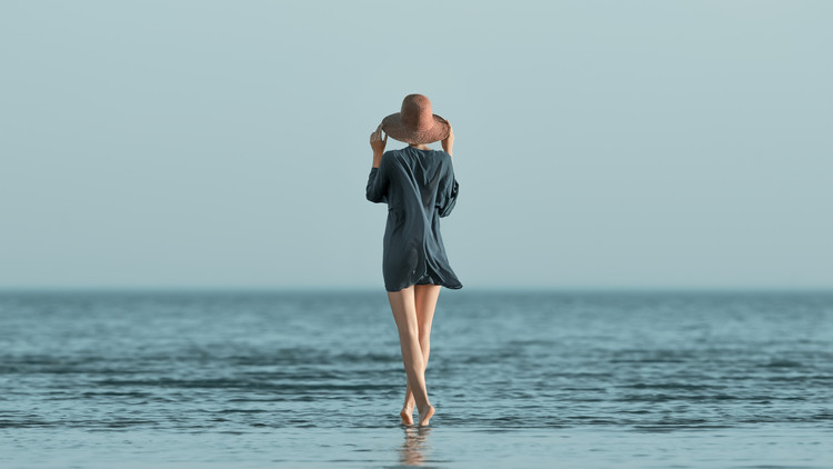 Photographie d'art Portrait of girl at sea Summer