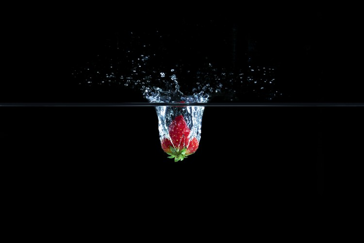Kunstfotografie Strawberry in Water