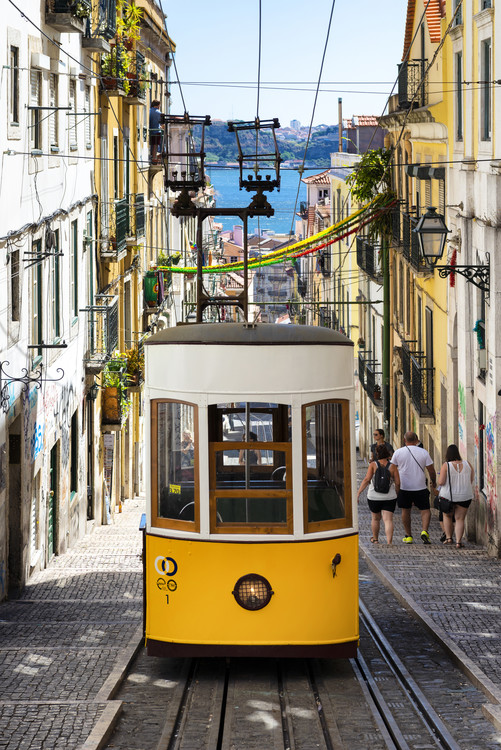 Kunst fotografie Famous Yellow Funicular in Bairro Alto