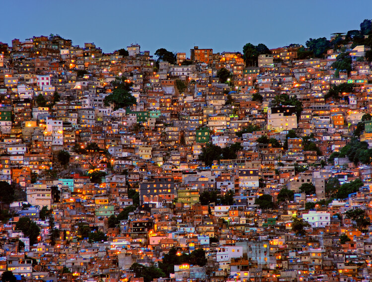 Umelecká fotografie Nightfall in the Favela da Rocinha