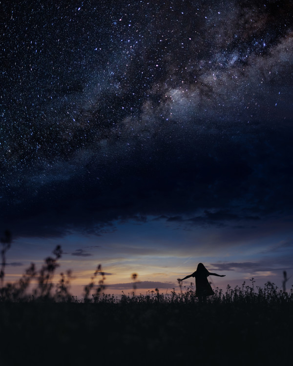 Umělecká fotografie Scene with woman dancing under milky way