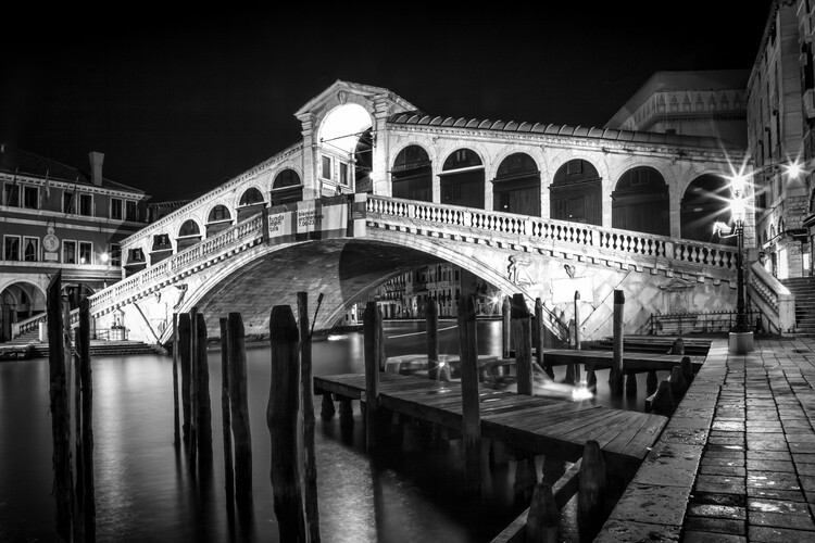 Umělecká fotografie VENICE Rialto Bridge at Night
