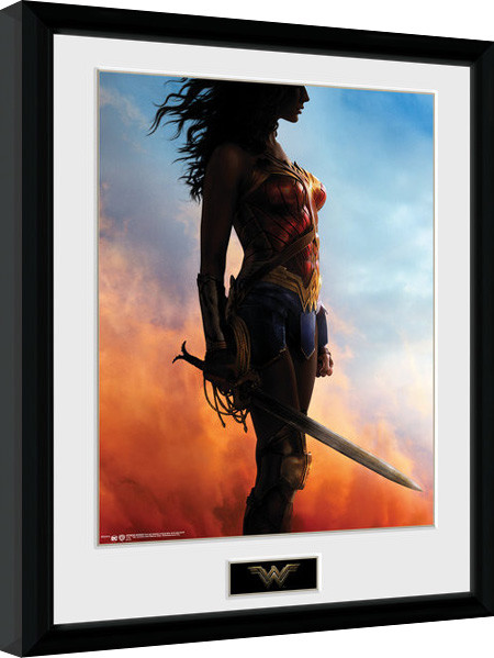 wonder woman stand gerahmte poster bilder kaufen bei. Black Bedroom Furniture Sets. Home Design Ideas