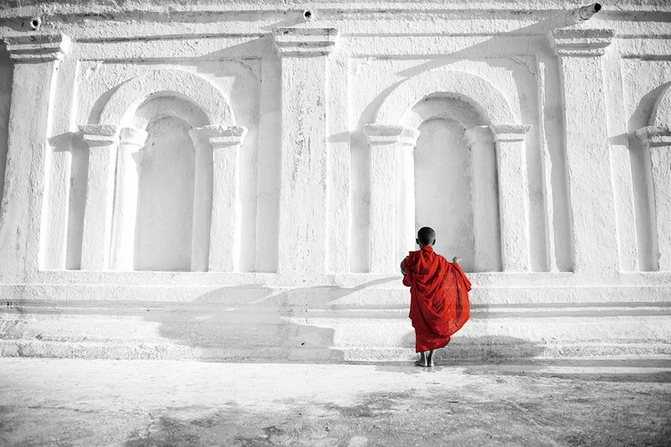 Cuadro en vidrio Buddhist Boy b&w
