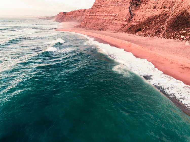 Exklusiva konstfoton Red hills in the atlantic Portugal coast