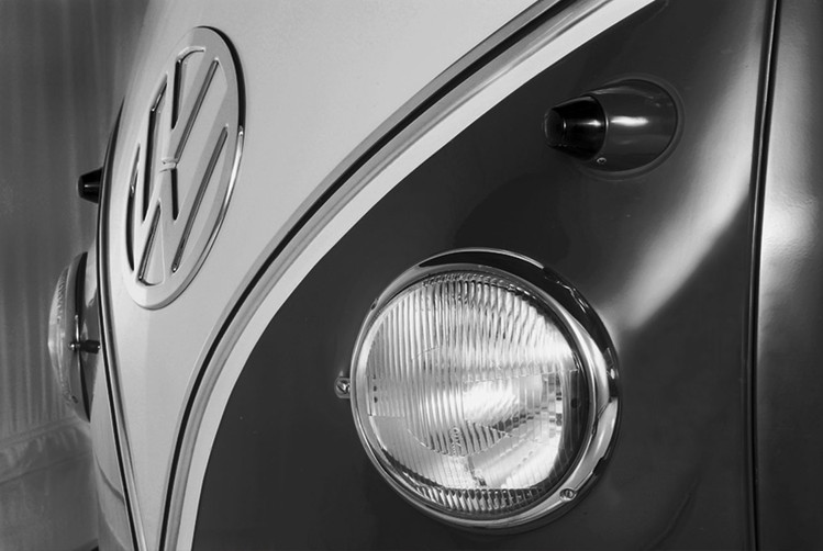 Volkswagen - Camper badge black & white Fotobehang