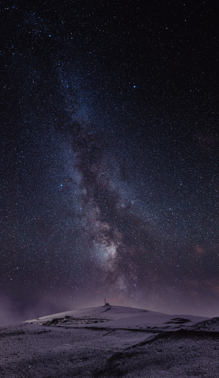 Fotografia d'arte Astrophotography picture of St Lary landscape with milky way on the night sky.