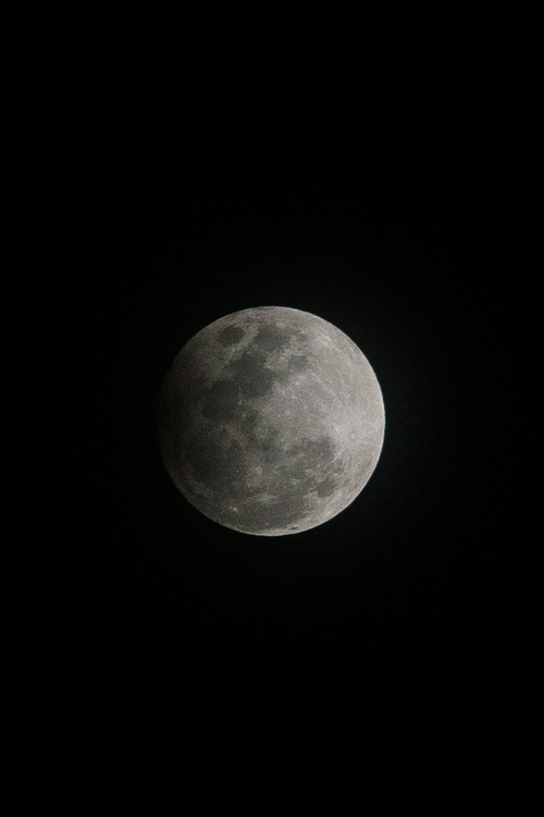 Fotografii artistice Details of a dark Moon.