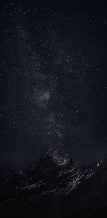 Ekskluzivna fotografska umetnost Astrophotography picture of Monteperdido landscape o with milky way on the night sky.