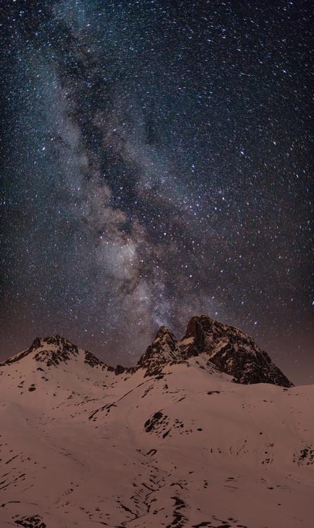 Ekskluzivna fotografska umetnost Red light Peak under the milky way