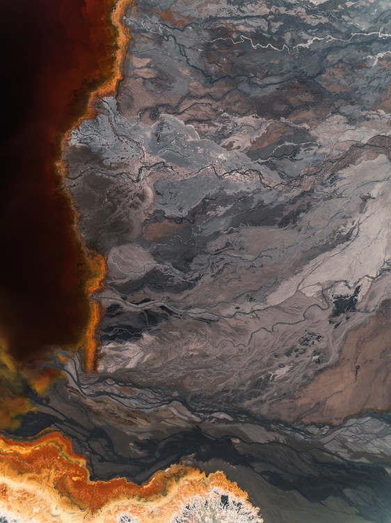 Ekskluzivna fotografska umetnost Sediments lake inside abandone mine