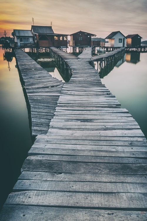 lake and roads and cottages Fototapet