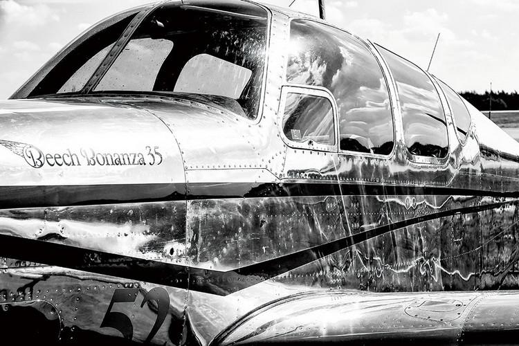 Glastavlor Plane - Black and White