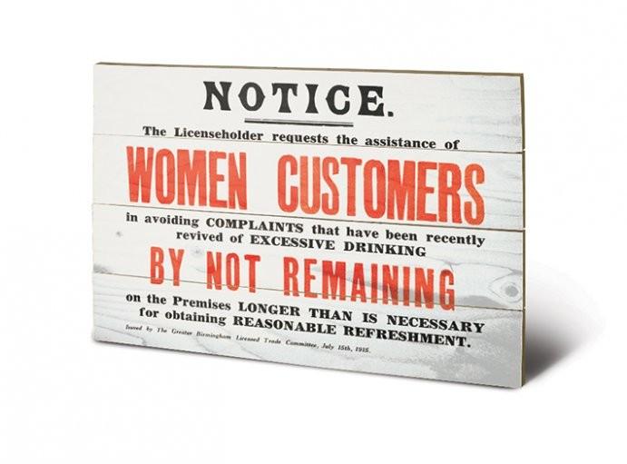 IWM - women customers kunst op hout