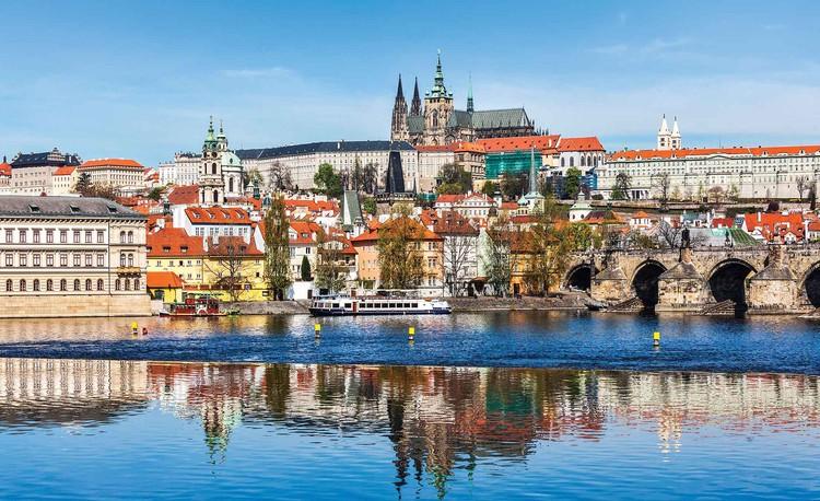 Miasto Praga - rzeka Wełtawa i katedra Fototapet