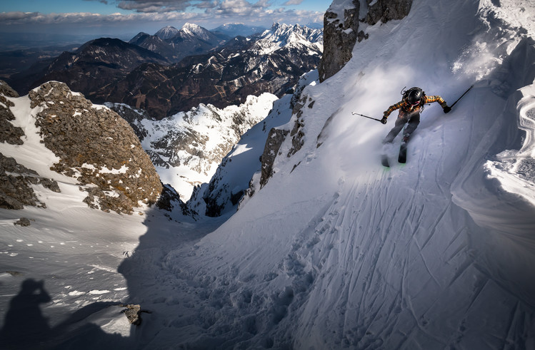 Kunstfotografier Drop into couloir