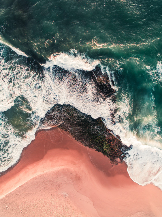 Kunstfotografier Red beach on the Atlantic coast